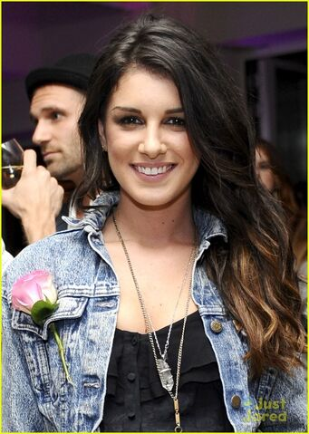 File:Shenae-grimes-just-fabulous-01.jpg