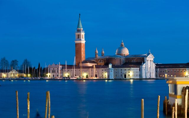 File:Night-In-VeniceItaly.jpg