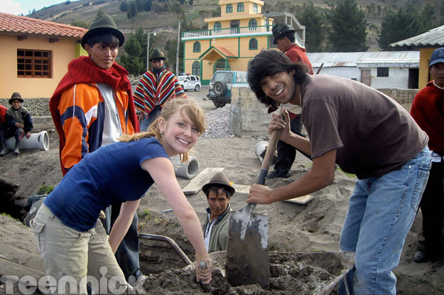 File:Degrassi-in-ecuador-charlotte-ray.jpg