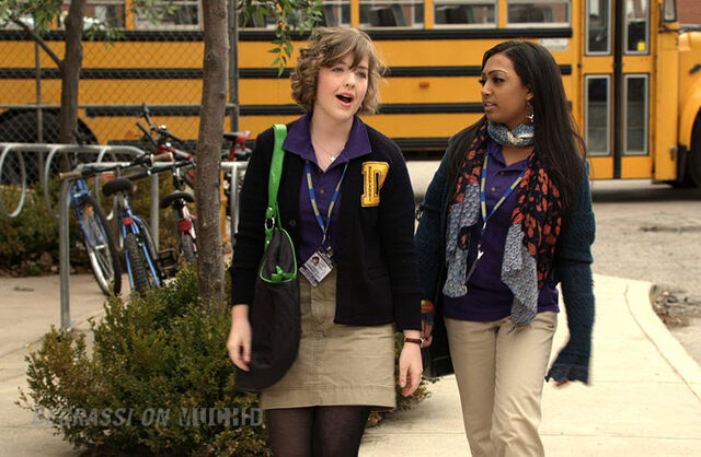 File:Degrassi-lookbook-1107-alli.jpg