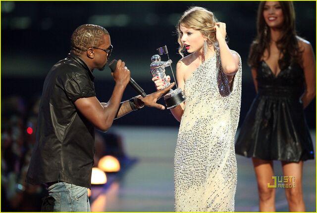 File:Kanye-west-taylor-mtv-vmas-2009-02.jpg