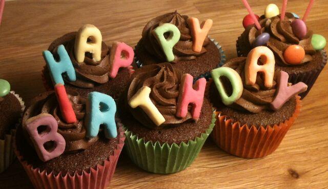 File:Hb cupcakes.jpg