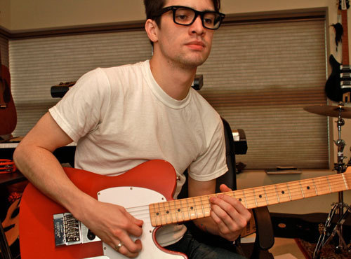 File:Brendon-urie-guitar-guy-hot-Favim com-360129.jpg