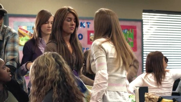 File:Shenae-on-Degrassi-7x01-shenae-grimes-8631002-624-352.jpg