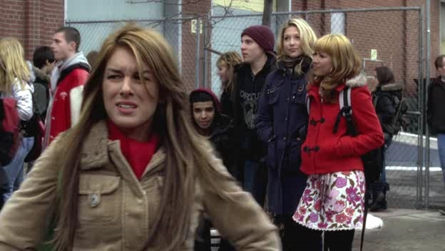 File:Shenae-on-Degrassi-7x01-shenae-grimes-8621117-624-352.jpg