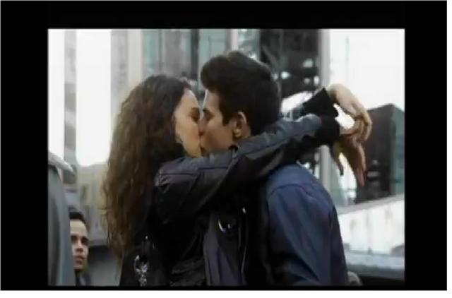 File:Drew and Bianca kiss season 11.png