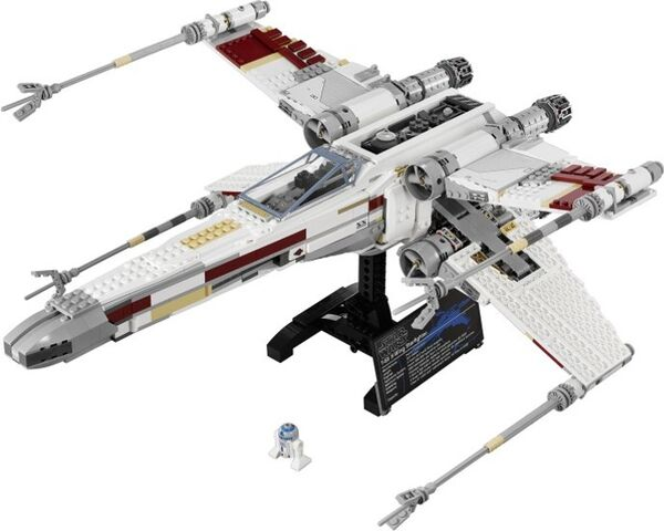 Datei:X-Wing Fighter10240.jpg