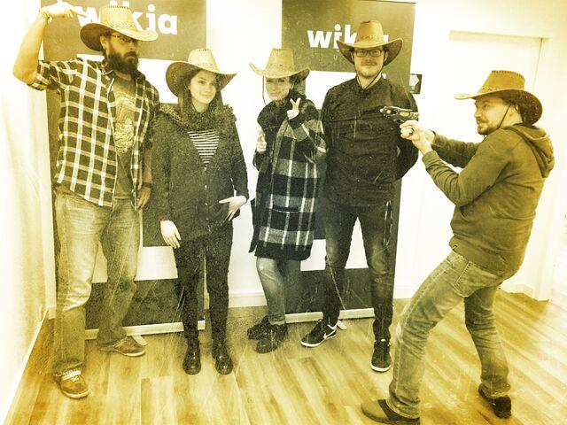 Datei:Wikia Day 2015 Gruppenfoto.jpg