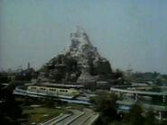 1962-holiday-time-disneyland-04