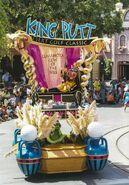 Disney-Parade-Goofy-2
