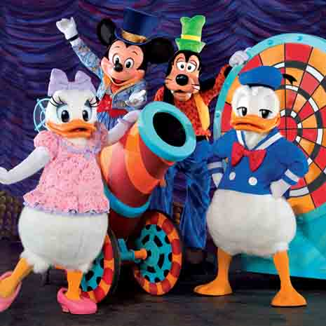 File:Donald-duck-and-friends-803786722.jpg