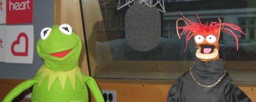 File:Kermit-and-pepe-in-the-heart-breakfast-studio-1339582298-megapod-0.jpg