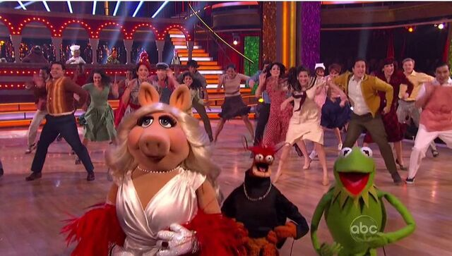 File:Kermit, Piggy and Pepe in DwtS.jpg