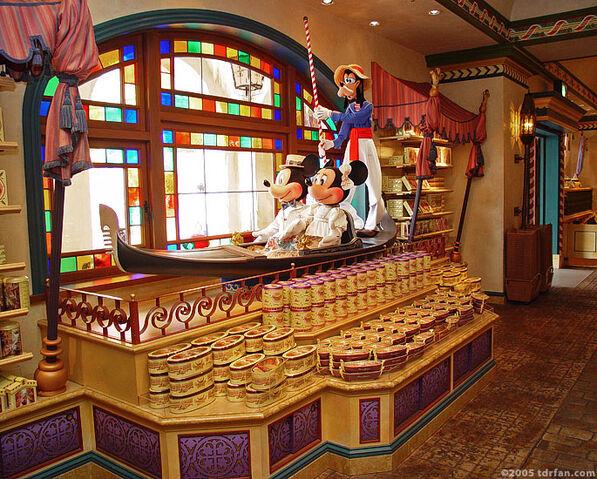 File:Mickey and Minnie in a Gondola.jpg