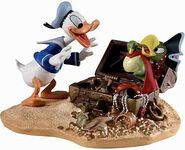 Classic-Comics-Donald-Duck-and-Yellow-Beak-Pirate-Gold