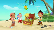 Jake-and-never-land-pirates-hide-treasurechest