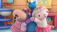 Stuffy, lambie and hallie singing
