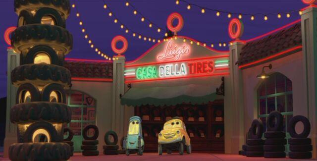 File:Casa Della Tires Neon.jpg