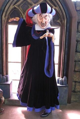 File:Judge Claude Frollo HKDL.jpg