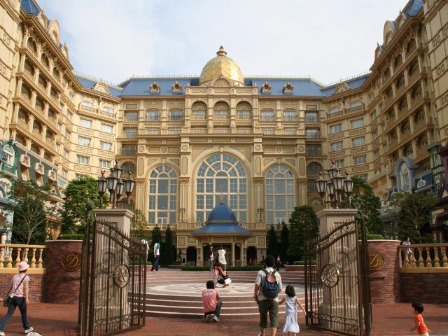 File:Tokyo Disneyland Hotel.jpg