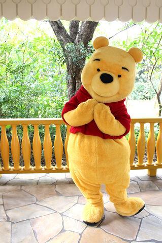 File:Pooh HKDL.jpg