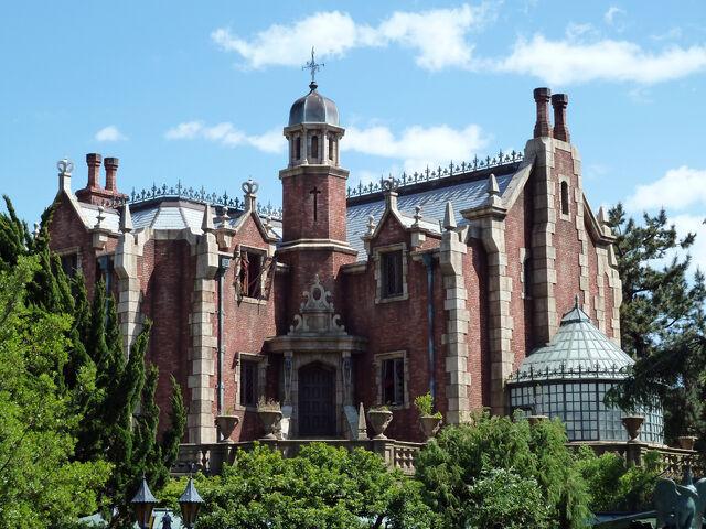 File:Tokyo Disneyland's Haunted Mansion.jpg