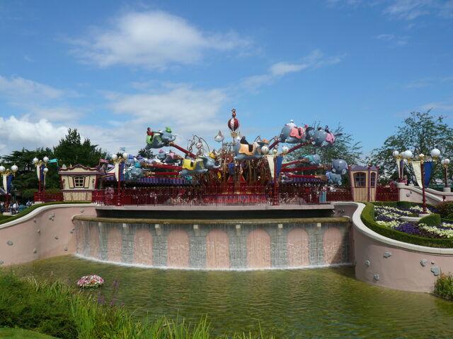 File:Dumbo the flying elephant DLPR.JPG