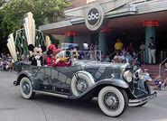 Disney-Stars-and-Motor-Cars-Parade