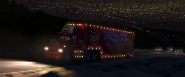File:Mack Traveling at Night.jpg