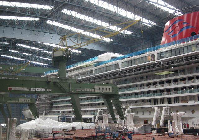 File:2011-08-26 Papenburg Meyer Werft Disney Fantasy.jpg