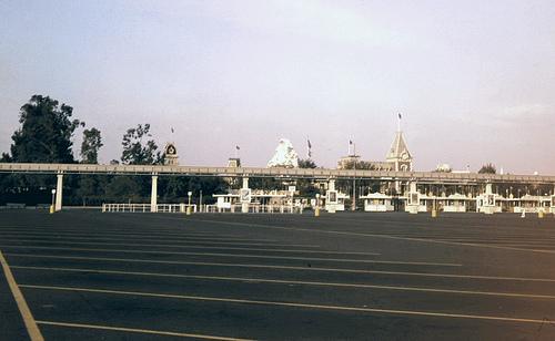 File:Disneyland Parking Lot empty.jpg