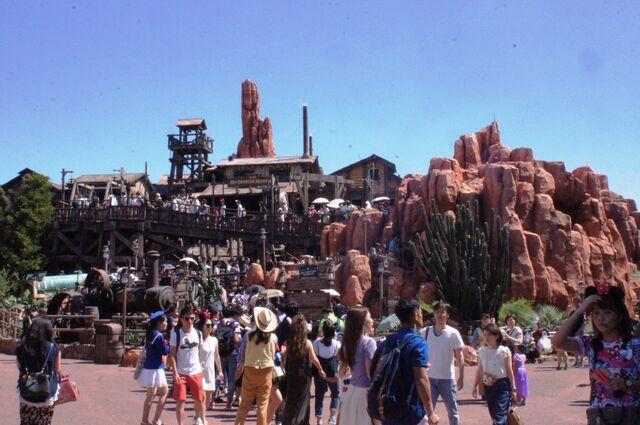 File:Big Thunder Mountain at Tokyo Disneyland.jpg