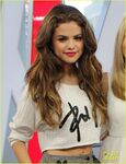 Selena-gomez-pretty-2013