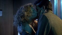 River embrasse Docteur.jpg