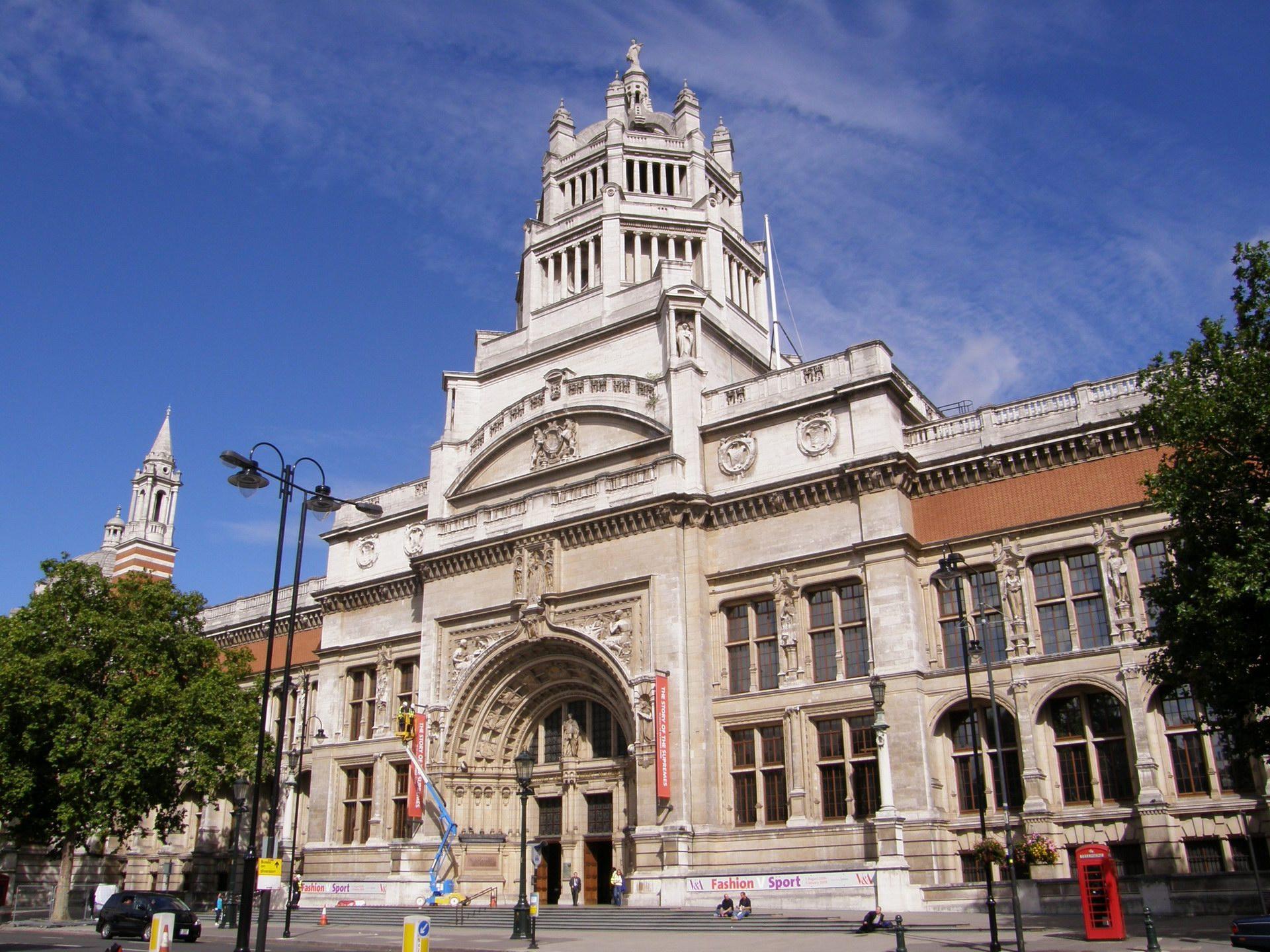 Image the door of victoria and albert museum front view for Victoria and albert museum london