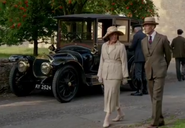 DowntonVehicle2S4E8