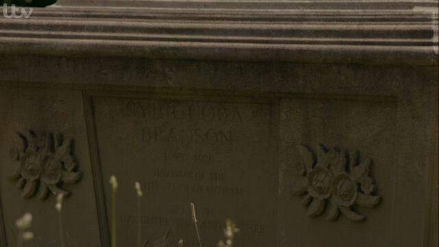 File:Sybil's Grave.jpg