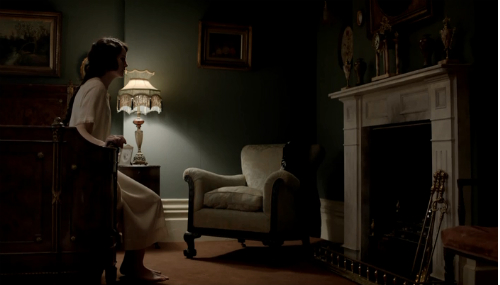 File:Downton-Abbey-Episode-1-Lady-Mary-opening-shot.jpg