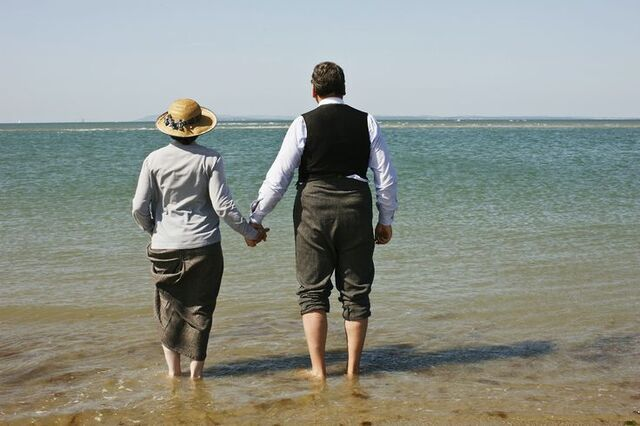 File:Carson Hughes Beach holding hands.jpg