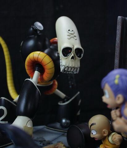 File:Piraterobot goku krillin bulma modelkit.JPG