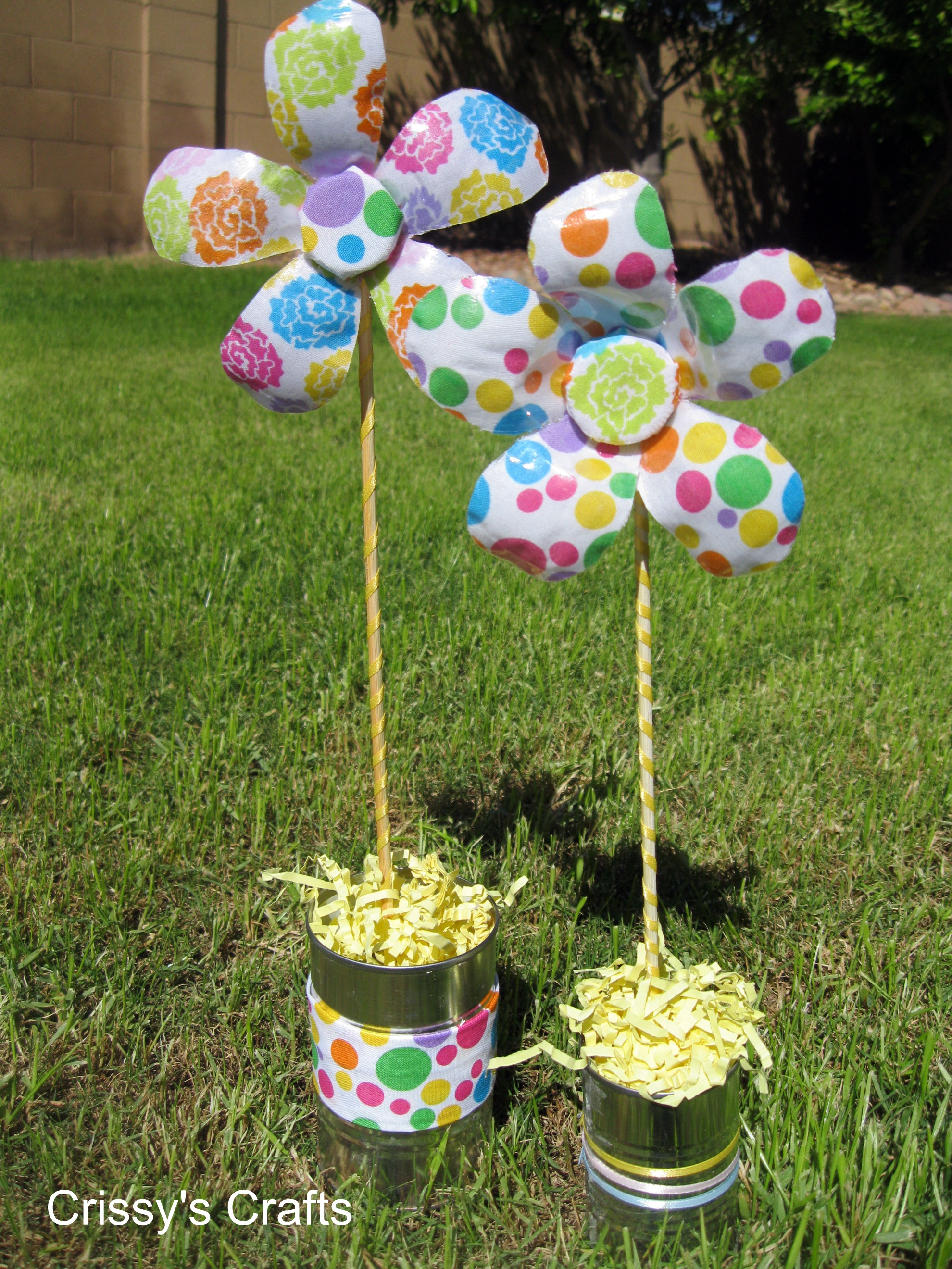 Recycled water bottle flower easy crafts wiki fandom for Water bottle recycling ideas