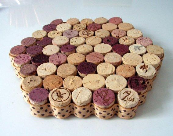 File:Upcycled-wine-cork-trivet--UDU2Ny0xMDY1ODEuMzY5NTg4.jpg