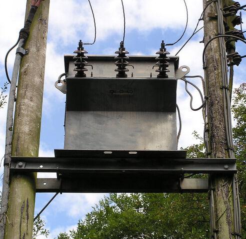 File:PoleMountTransformer02.jpg