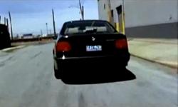 Grand Theft Auto 2 The Movie - Claude escapando de la policía en el Distrito Industrial