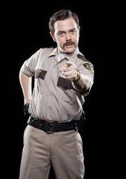 Joe Lo Truglio vestido de policia.jpg