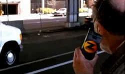 Grand Theft Auto 2 The Movie - El vagabundo avisando