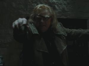 Crouch Jr. intenta matar a Harry.png
