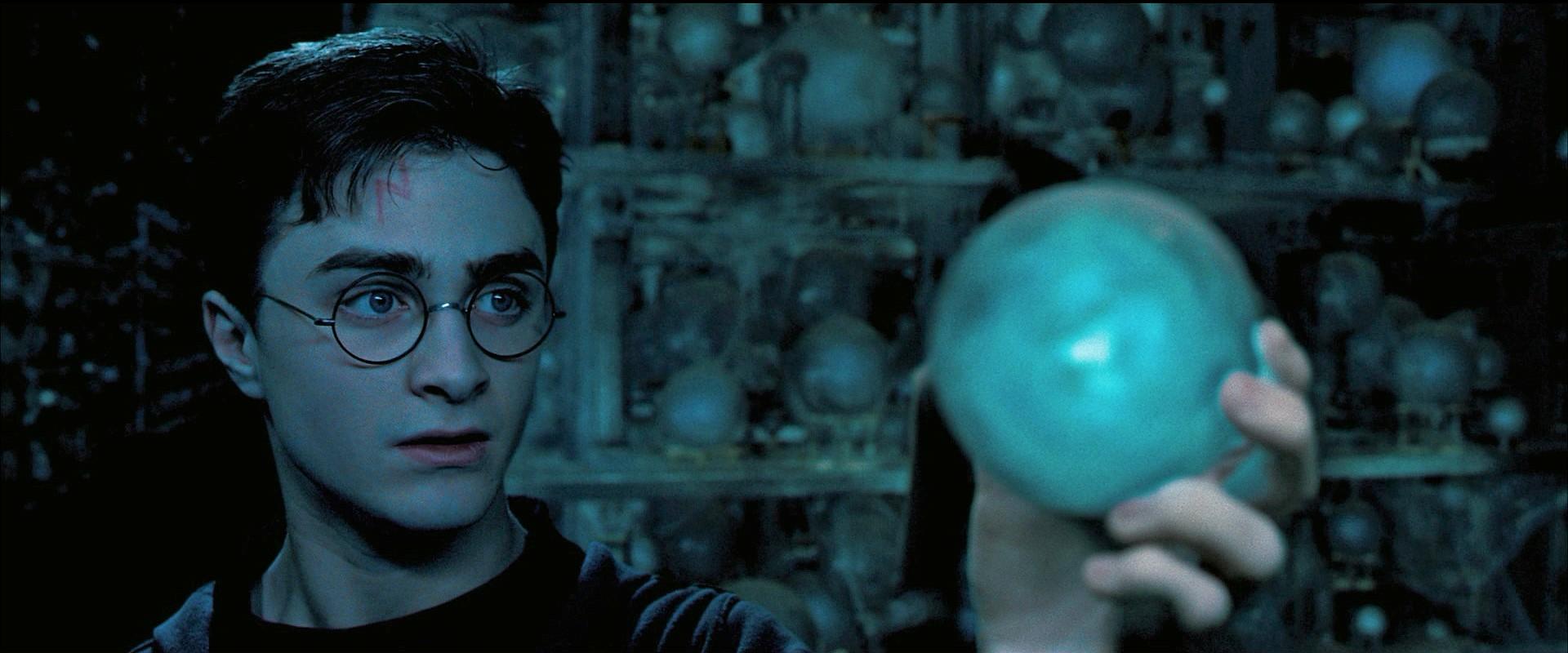 Harry con la Profecía.png