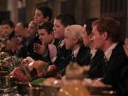 Draco en la mesa de slytherin.jpg