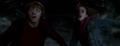 Hermione y Ron escapan de la inundación en la Cámara Secreta.png